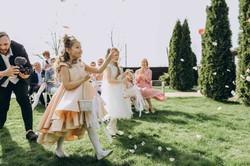 девочка с лепестками, выход невесты