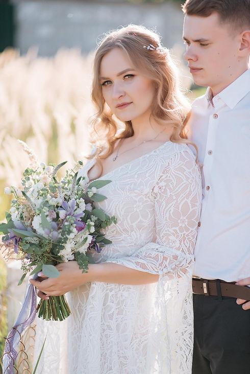 Свадьба в Киеве, стиль свадьбы - бохо, свадебное платье в стиле бохо, образ невесты - нежные локоны, свадебный букен из полевых цветов, организация свадьбы - свадебное агентство муза вединг MUZA-wedding