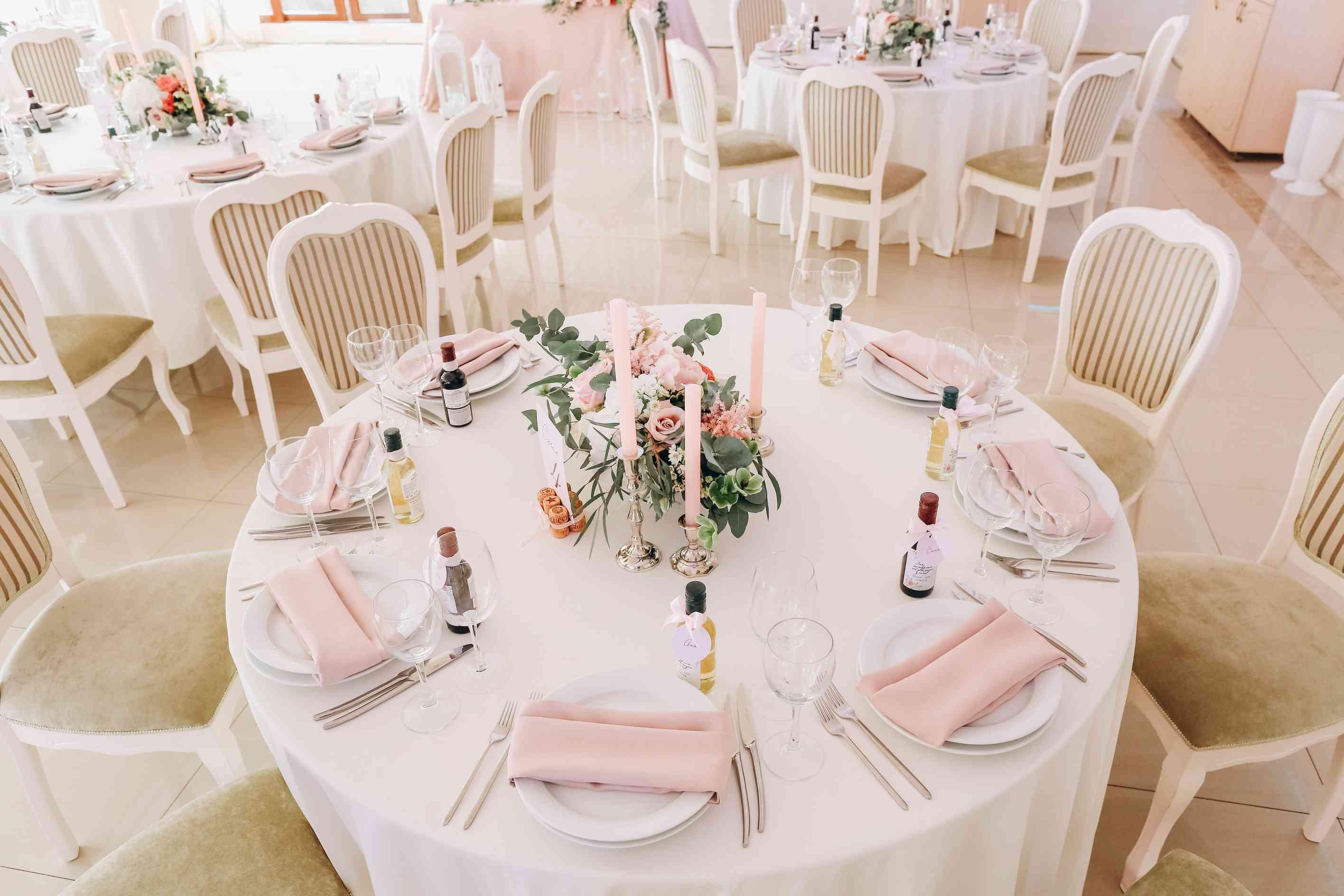 декор гостевого стола на свадьбе