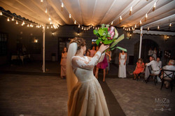 невеста, бросание букета, свадьба