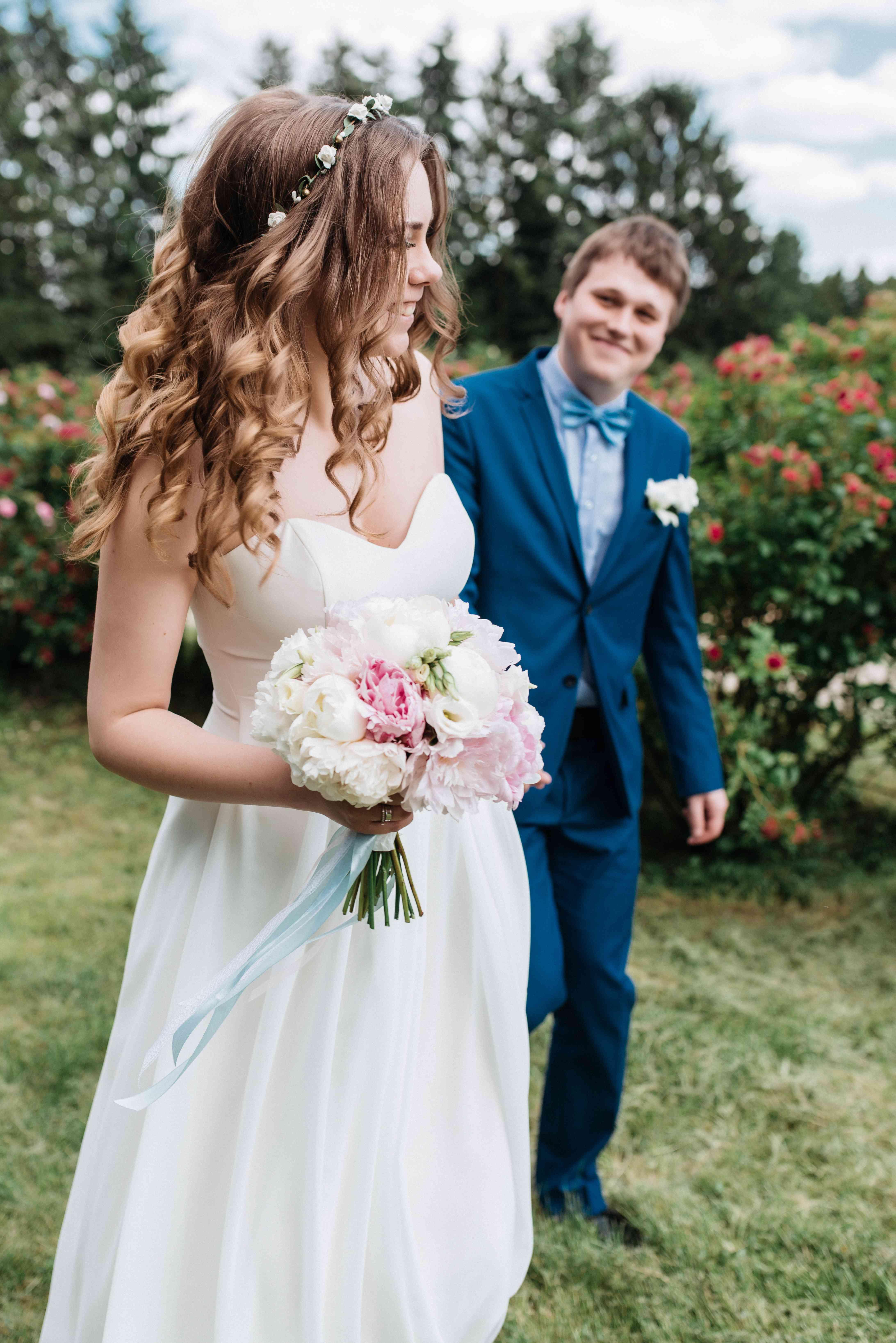 жених и невеста в ботаническом саду