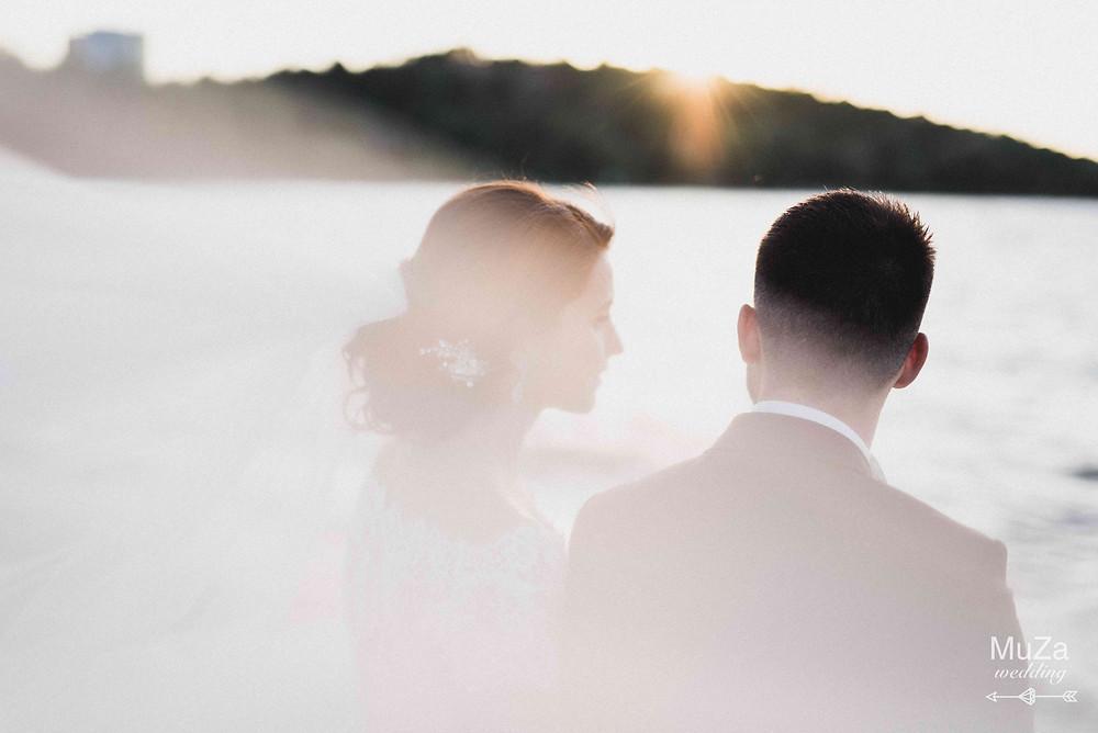 идеи для свадебной фотосессии - фотосессия на закате, на берегу моря