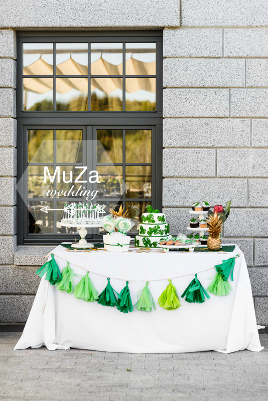 MuZa-wedding: свадебный кенди-бар: свадебный торт, кенди-попс, свадебные пряники, ананас, безе, свадебный торт, тропики, монстера, зеленая гирлянда из бумаги тишью