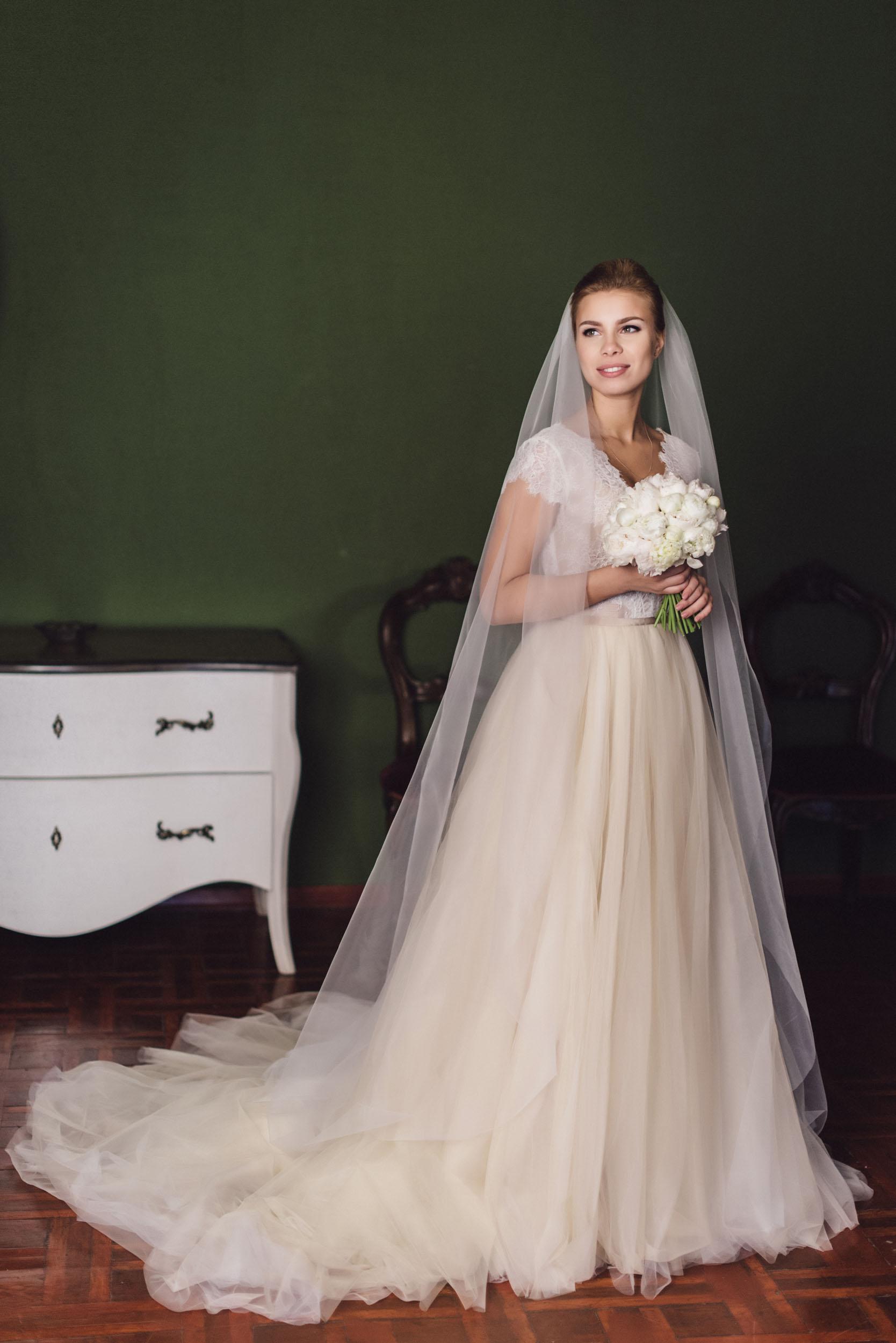 невеста, букет из пионов, образ