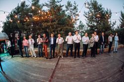 веселые танцы гостей на свадьбе