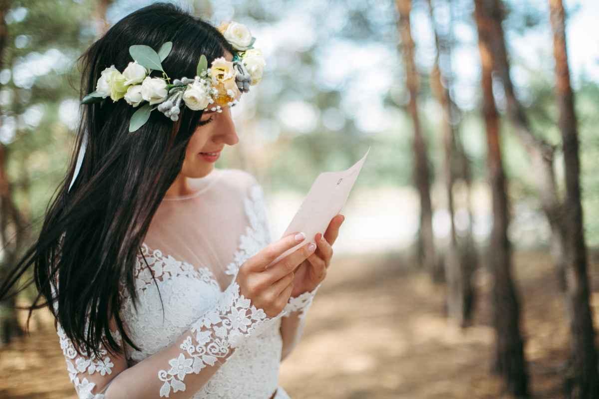 невеста читает письмо любви жениха