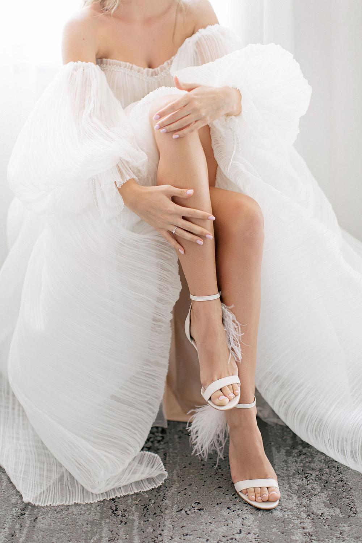 Портрет невесты, ноги, свадебная фотосессия, свадебные тренды 2021