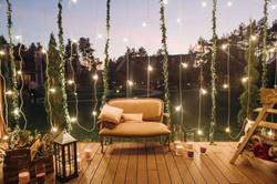 фотозона с лампочками на свадьбе