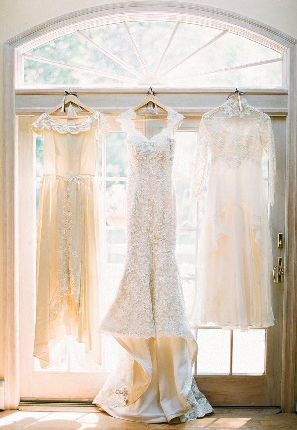Несколько свадебных платье. Два или три свадебных платья. Смена платья требует определенных затрат времени (а можно в это время продолжать наслаждаться  праздником) и, конечно, дополнительных финансовых затрат.