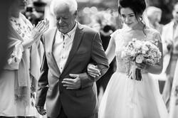 невеста с дедушкой на церемонии