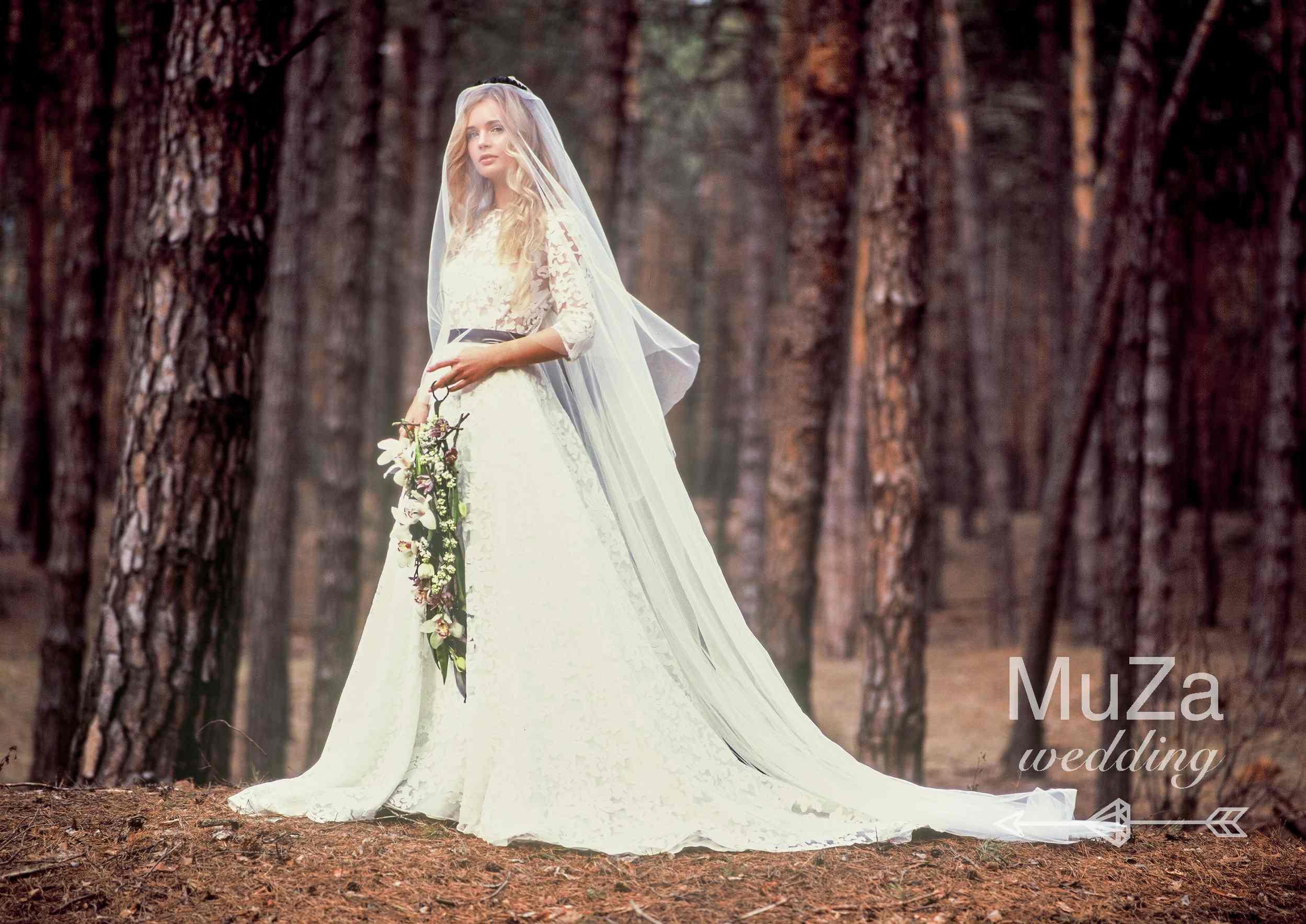 элегантный светлый образ невесты