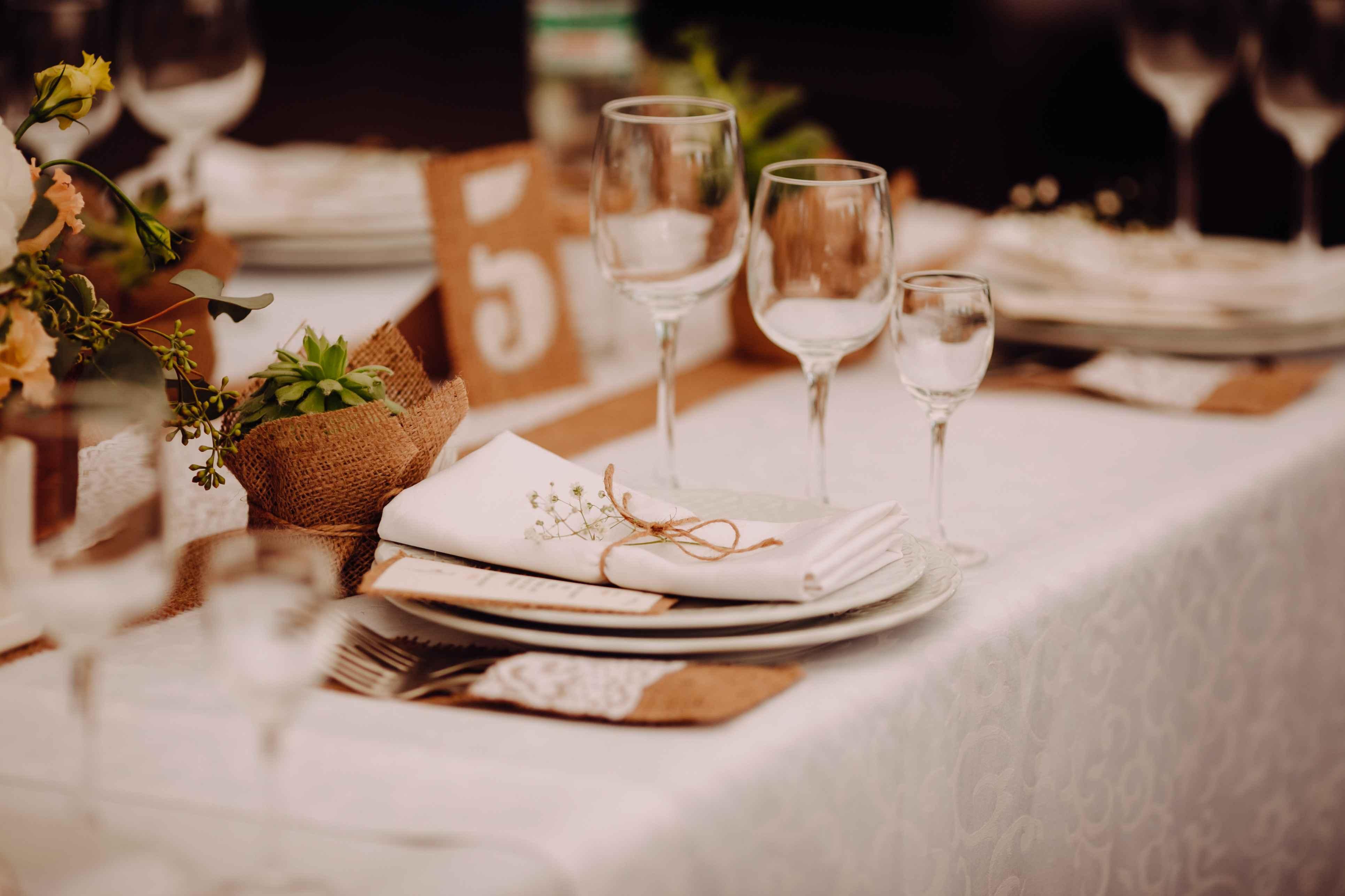 сервировка гостевых столов в стиле