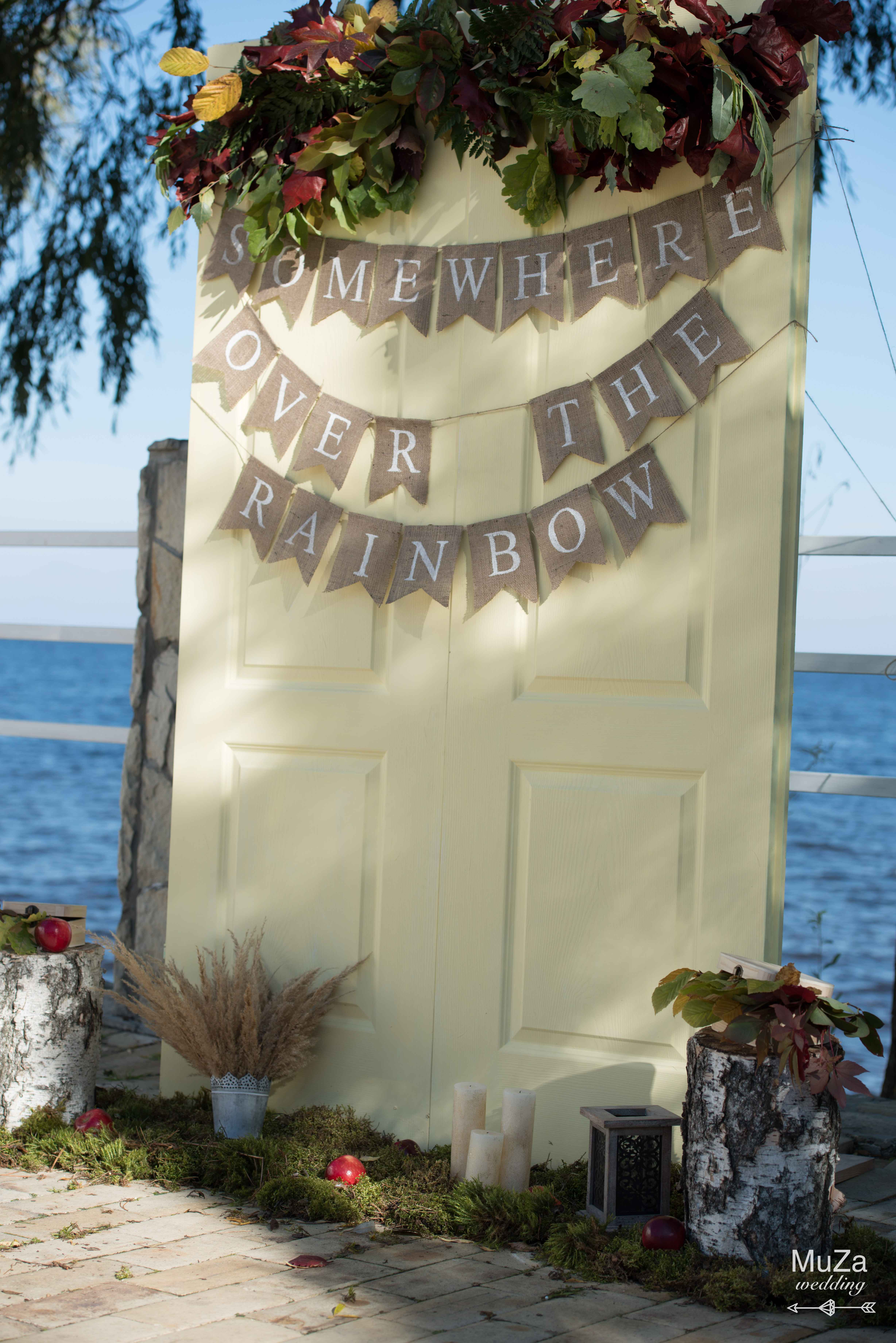 свадебная арка, двери, на берегу