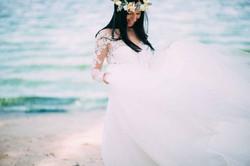 красавица невеста берег моря