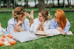 Невесты с лучшими подругами пикник