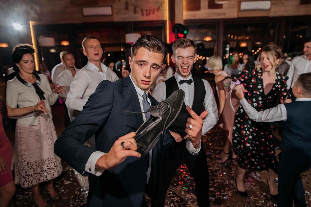 танцы, горячие танцы, вечер танцев, веселая свадьба, гости на свадьбе, танцы дома, найти курсы танцев в Киеве, танцы в Киеве