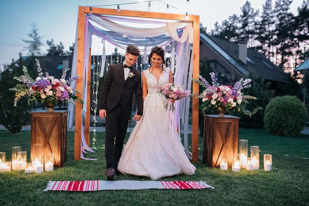 Свадебный рушник - красивая украинская свадебная традиция на интернациональной свадьбе