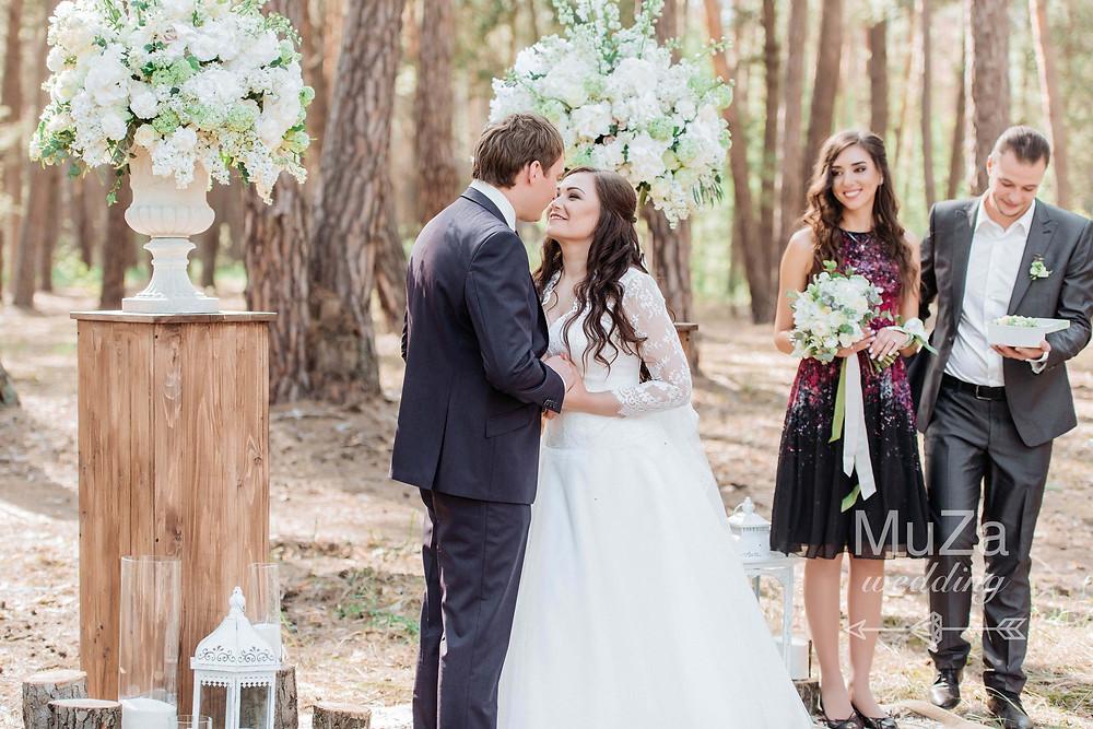 трогательная свадебная церемония Евгения и Евгении с лесу под Киевом, организация - свадебное агентство MuZa-wedding