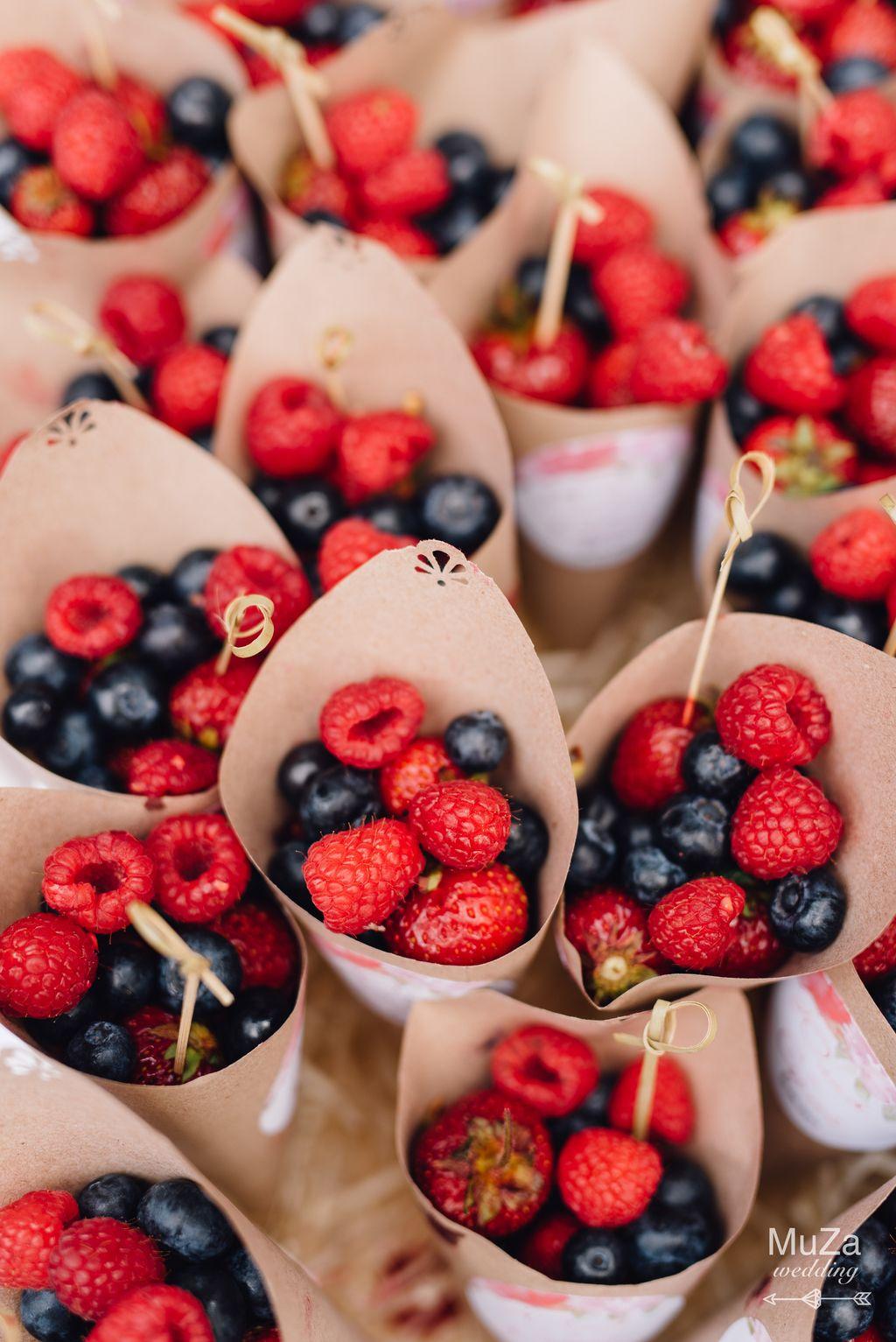 кенди-бар на свадьбе, ягоды