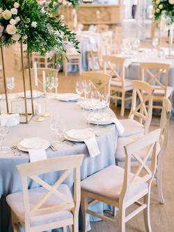 красивая сервировка стола на свадьбе