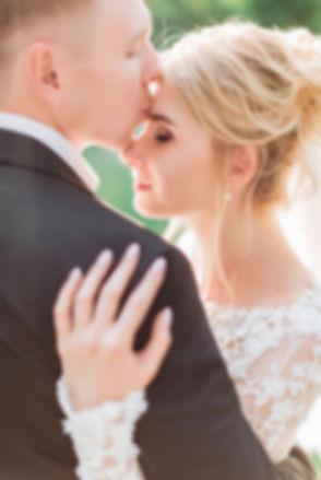 Свадьба невесты Алины и жениха Игоря в Киеве была задумана, как свадебный обед, а стала веселой свадьбой для родственников и друзей и трогательной душевной вечерней церемонией от Оксаны Вотум