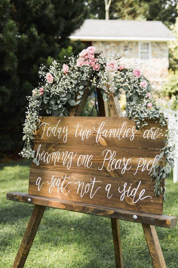 """http://www.stylemepretty.com/ """"Love is sweet"""", """"Eat, drink and be married"""" и прочие высказывания - очень милые и очаровательные, но на данный момент они повсюду, на свадьбах по всему миру."""