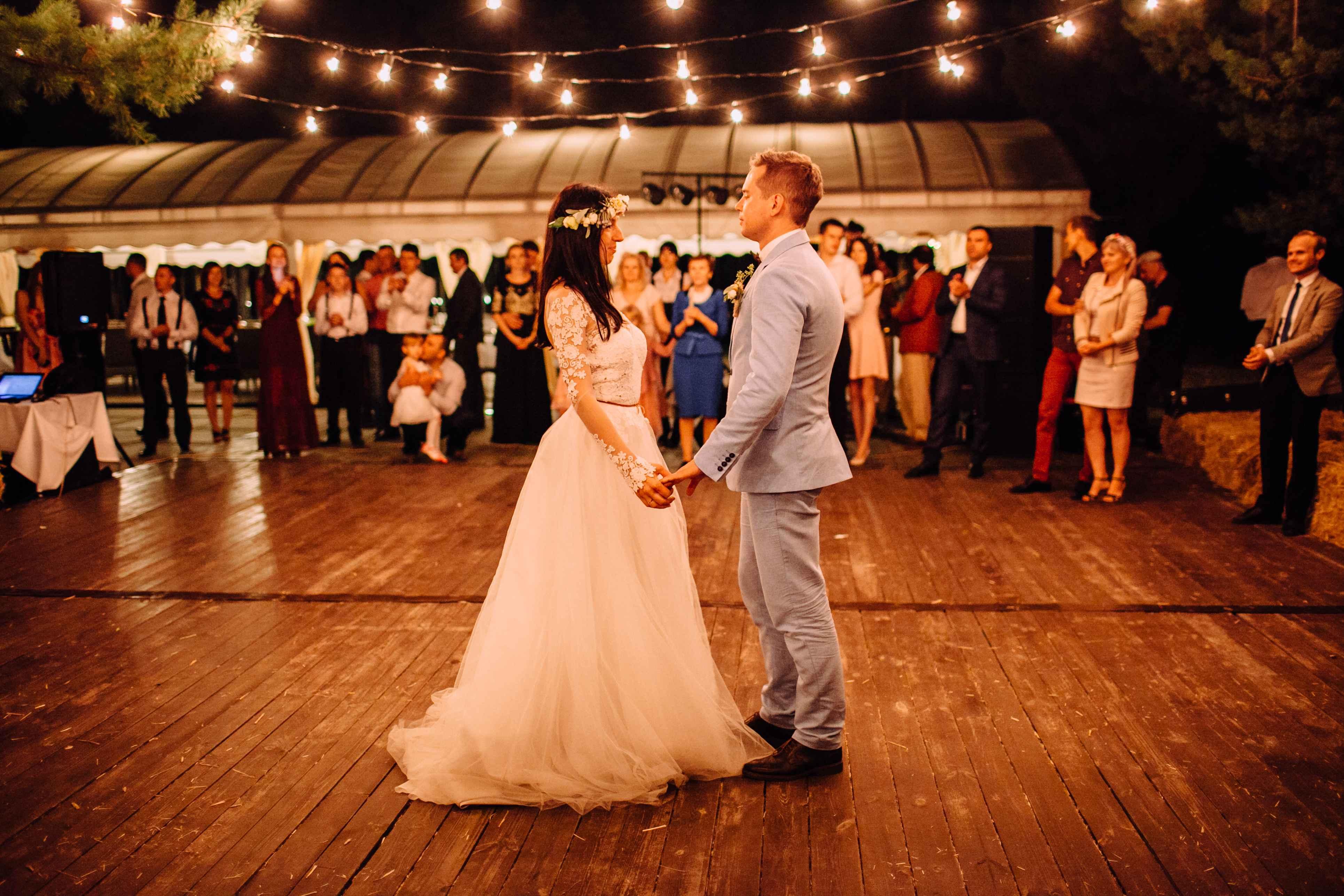 атмосферная свадьба лампочки шатер