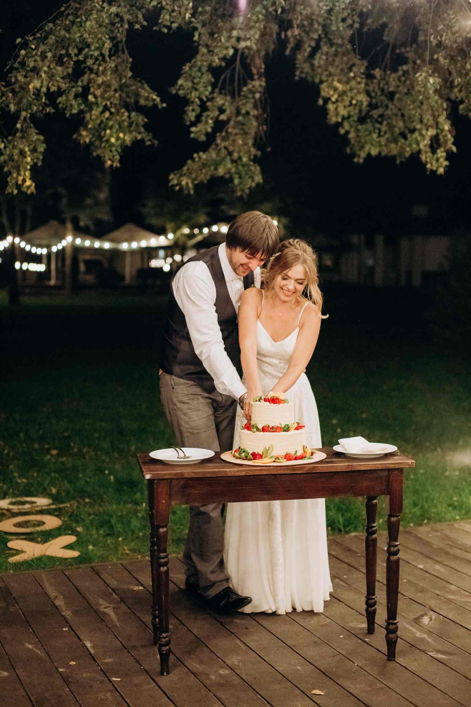 |свадебный торт, первый надрез