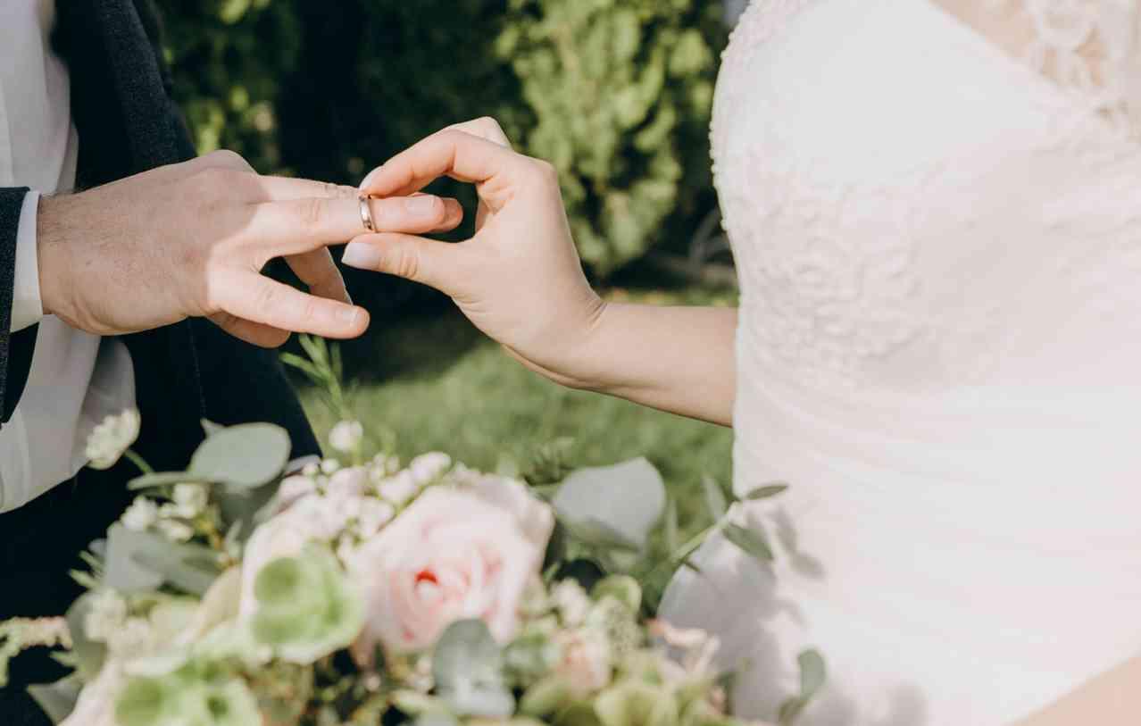 обручальные кольца на церемонии