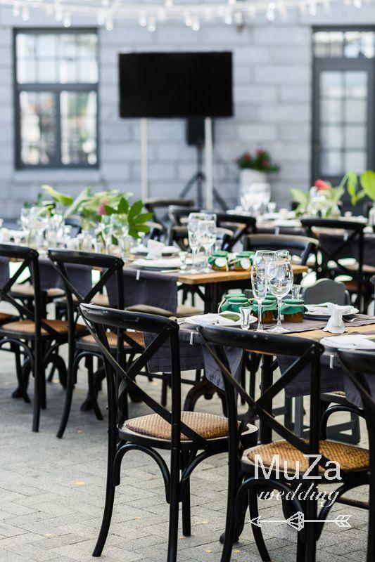 гостевые столы на свадьбе тропики