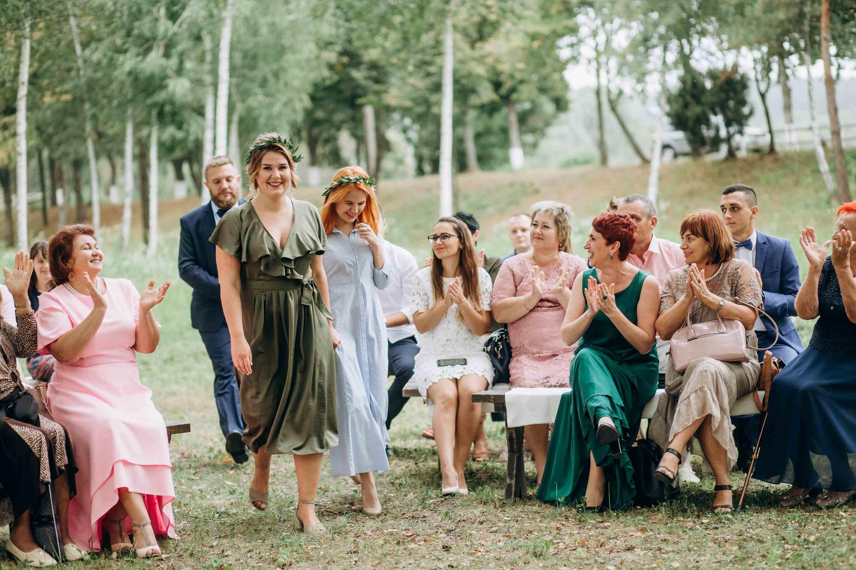 подружки невесты на церемонии