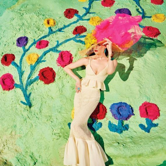 Оригинальный смелый головной убор или свадебная шляпка, Lydia Hearst Models Bridal Looks for 'Martha Stewart Weddings'  Read more: http://www.justjared.com/2016/05/31/lydia-hearst-models-bridal-looks-for-martha-stewart-weddings/#ixzz4AGHkkb00  Source: Lydia Hearst Models Bridal Looks for 'Martha Stewart Weddings'