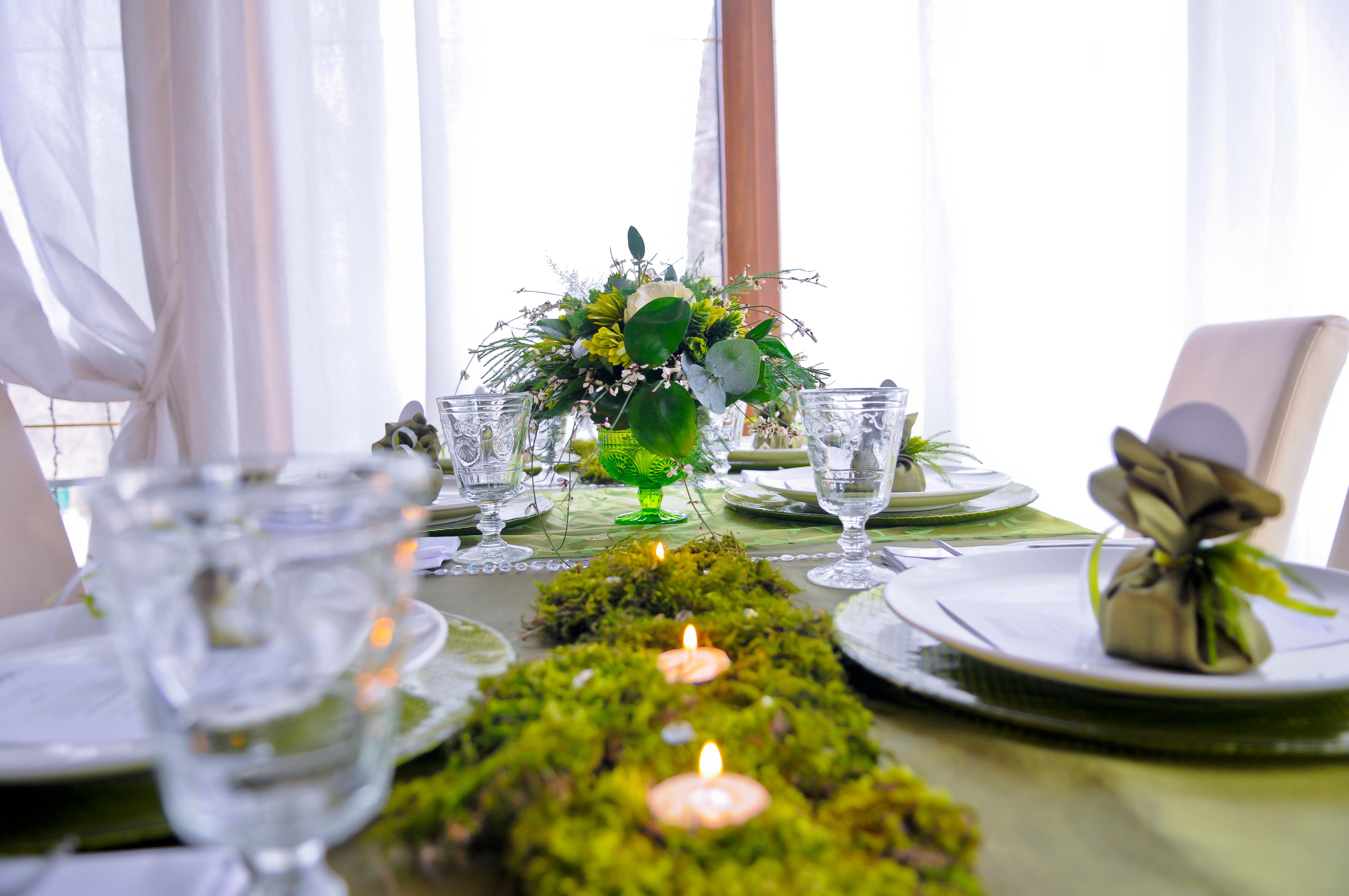 декор, мох, свечи, сервировка