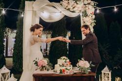 как красиво разрезать свадебный торт