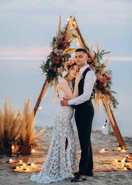 свадьба для двоих, организация, свадебное агентство, MUZA-wedding, муза вединг, муза-вединг, фотосессия, фотопроект, бохо, стиль, треугольная арка, пампасная трафа, лампочки, венок невесты, Киевское море