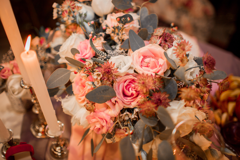 кольцо для предложения в бутоне розы
