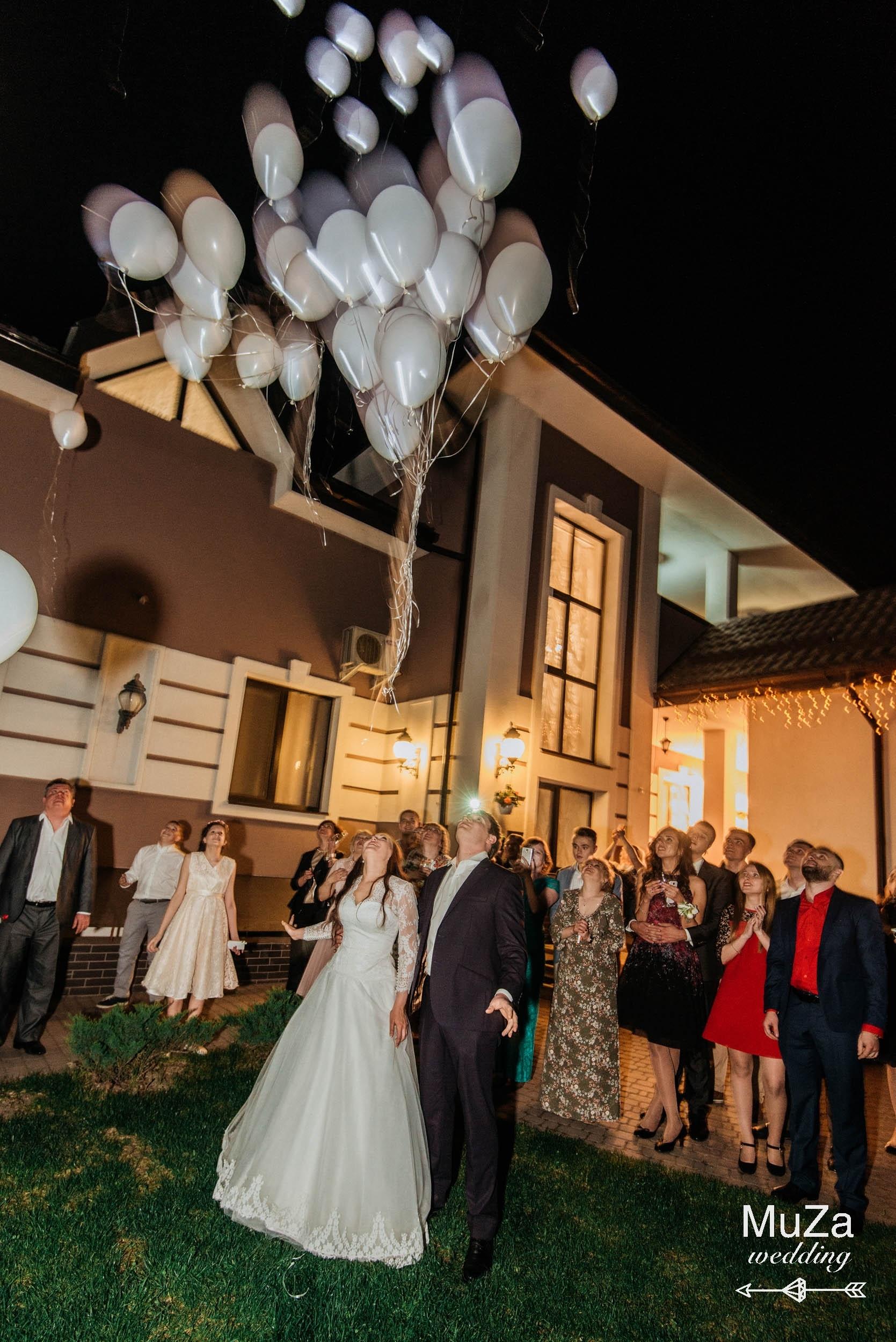 запуск светодиодных шаров свадьба
