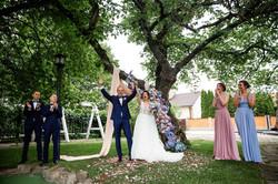 Свадебная церемония, голубая арка