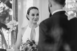 эмоции невесты, жених говорит клятву