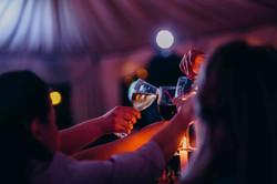 атмосферный свадебный вечер, вино