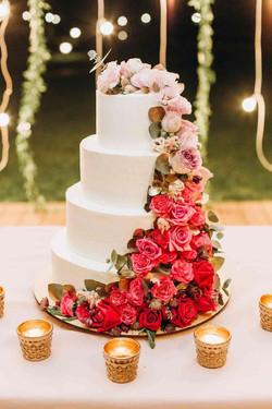 красивый четырехъярусный торт