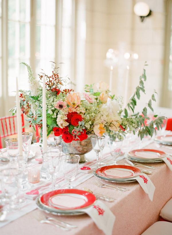 """Если """"розовый румянец"""" - ваш любимый цвет, не отказывайтесь от него. Просто добавьте яркие акценты, которые сделают вашу свадьбой более модной и современной."""