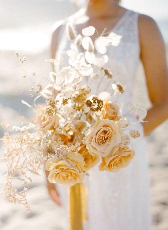 Свадебные тренды 2021: Радостный желтый Illuminating , наряду с серым оттенком Ultimate Grey, названы главными цветами года 2021 по версии Pantone
