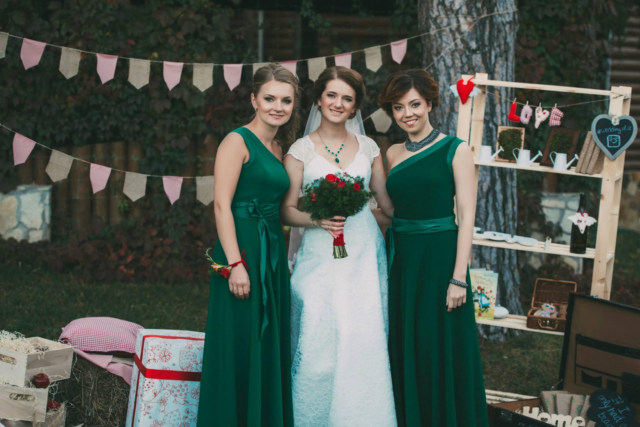 подружки невесты, платья изумрудные
