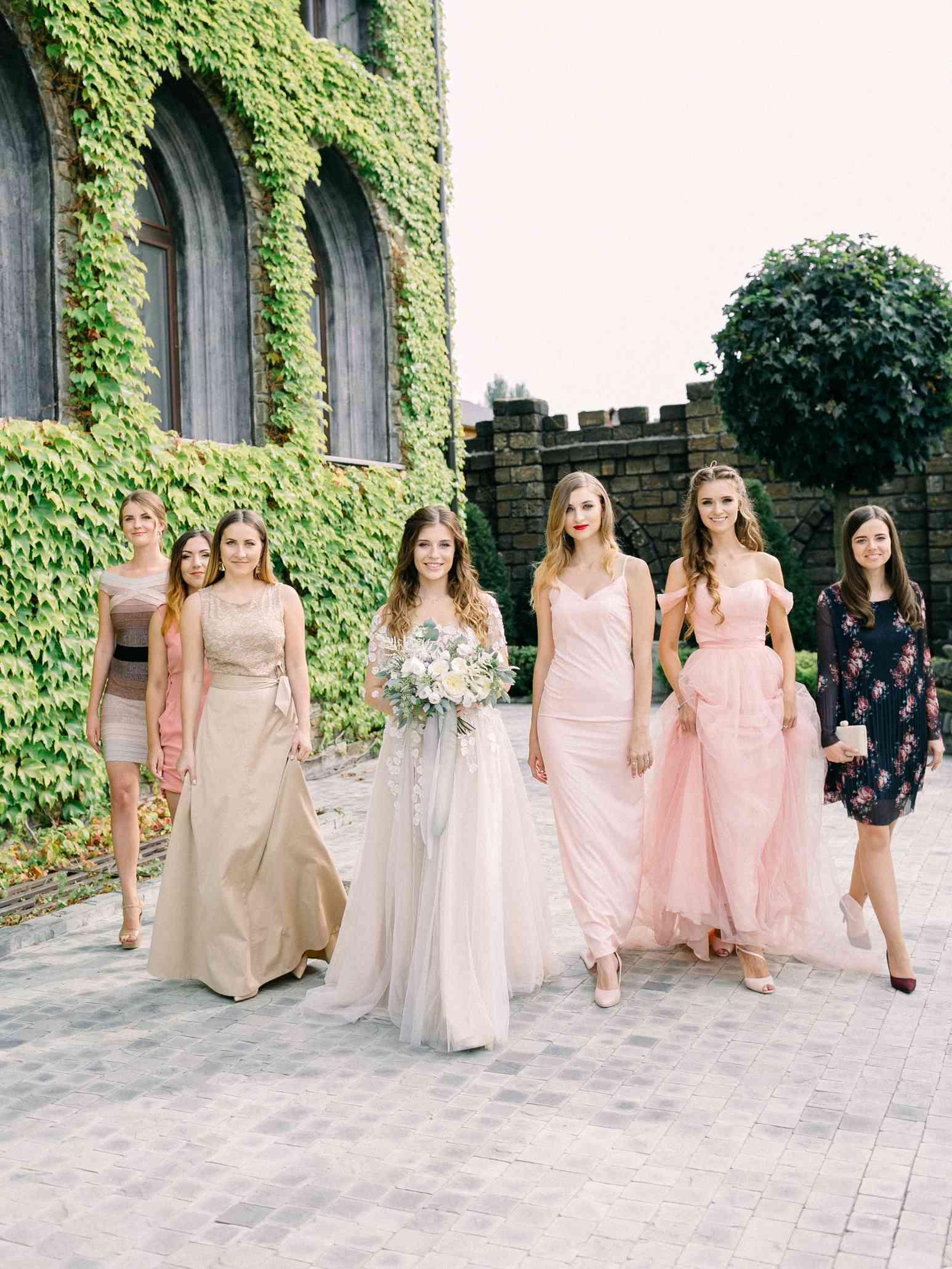 евеста с подружками невесты, свадьба