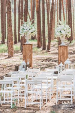 свадебная церемония в лесу