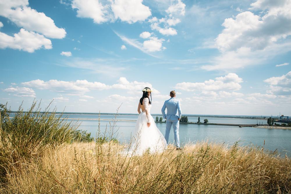 Свадебная фотосессия не в день свадьбы. Вы можете выбрать идельное место для фотосессии в Киеве или за пределами: лес, поле, берег реки или моря, горы, парк. Свадебный распорядитель в Киеве.