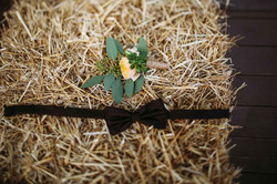бутоньерка и бабочка жениха рустик