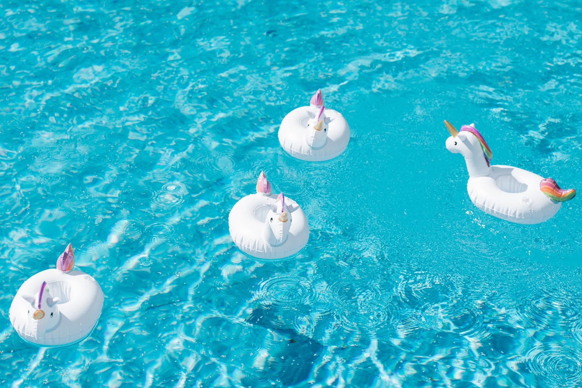 свадьба бассейн надувные единороги