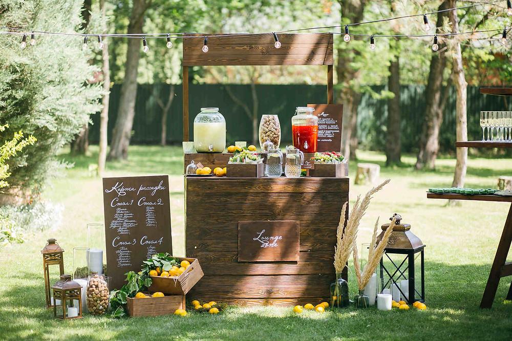 лимонадная зона на свадьбе, бар на свадьбе, лимонная свадьба, свадьба с лимонами, лимоны в декоре, свадьба в стиле outdoor, свадьба в стиле вечеринка, стильная свадьба